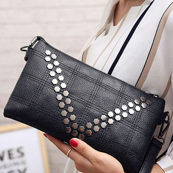Streetstyle  Casual Quilted Geometric Rivet Hand Bag