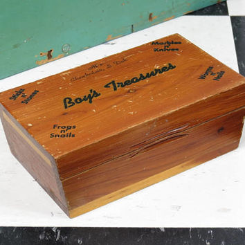 Boy's Treasures Cedar Box . Vintage Vacation Souvenir Chamberlain South Dakota Circa 1950s . Sticks Stones Frogs Snails Marbles Worms Nails