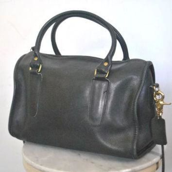 ONETOW Large COACH Black Purse / speedy doctor bag