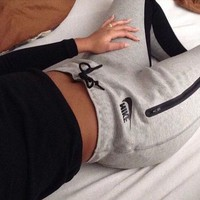 NIKE WOMEN SWEATPANTS