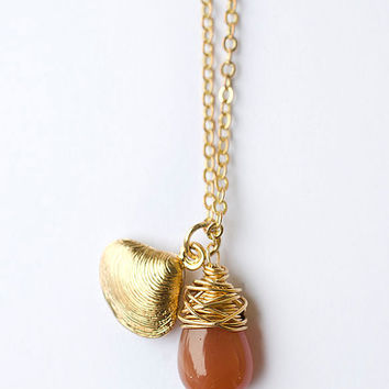 Minimalist Necklace with Peach Moonstone and Shell Clam Brass