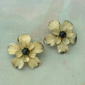 Beige Black Enamel Flower Clip On Earrings Floral Vintage Jewelry