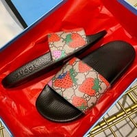 shosouvenir Gucci Sandalo slider GG Strawberry