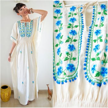 1970 Vintage Dress/ Angelic Bohemian Caftan Dress/ Medium Dress/ Tribal Dress/ Cream Off White Dress/ Floral Caftan Dress/ Embroidery Dress