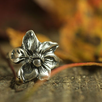 Floral Ring Sterling, Size 8.5 925 Silver, Rustic Flower, Blossom Botanical Ring, Orchid Lily Bloom Spring Ring Jewelry