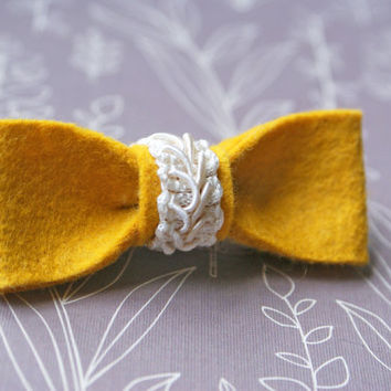 Felt Bow Hair Clip with Lace- Gold
