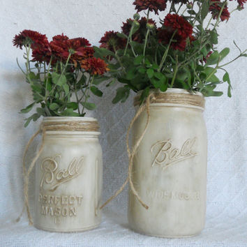 White Painted mason jar set with antique finish. Painted mason jars, painted jars, Shabby chic decor, Mason jar vases, rustic decor,