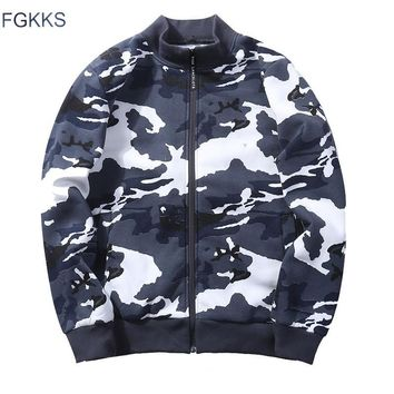 Trendy FGKKS 2018 Camouflage Jacket Men Military Camo Army Bomber Jackets Patch Designs Embroidery Casual Jackets Man Coat Windbreaker AT_94_13