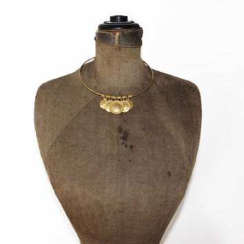 Vintage Gold Collar Necklace - Hammered Gold Circle Pendant