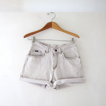 Vintage 80s beige jean shorts. high waisted shorts. roll up shorts.