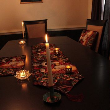 Tache 8 Piece Down the Chimney Table Linen Set, 2 Table Runners, 2 Cushion Covers, and 4 Placemats