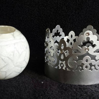 Beautiful metal candle holder with decorative candle included