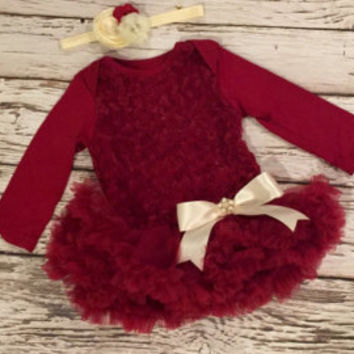 Baby Christmas outfit. Baby girl first Christmas dress. Holiday outfit. Baby girl Christmas dress. Toddler Christmas dress. Red baby dress