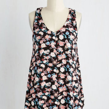 Mid-length Sleeveless Infinite Options Top in Garden