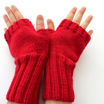 Fingerless gloves . Knitting . fashion . Girls , women . Valentines day . Love . Red . Winter accessoires .
