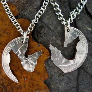 Interlocking Wolves Howling Puzzle Pack, Wild Animal love quarter necklace set