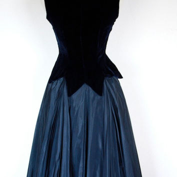 Vintage 1950's Midnight Blue Velvet Couture Party Dress // Fairytale Ball Gown