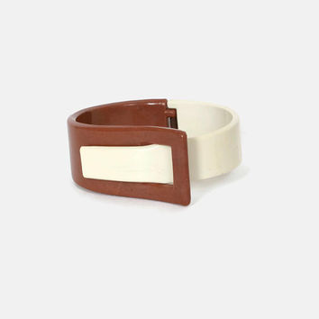 Vintage 60s 2-Tone Bracelet / 1960s Cocoa & Cream Hinged Buckle Clamper Clamp Bangle