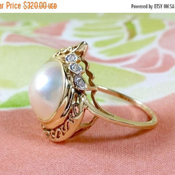 Vintage 14k Pearl Diamond Yellow Gold Ring White Lustrous Round Mabe Pearl Filigree Setting Three Accent Diamonds Set in White Gold Radiant!