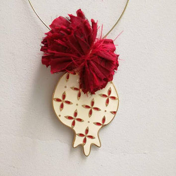 White pomegranate wreath, festive xmas pomegranate on wire wreath, white and red enamel pomegranate ornament with red pom pon