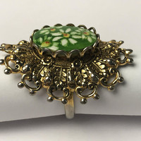 Vintage Signed ROYCE Floral Costume Ring / Green White and Yellow Hand Painted Daisies / Ornate Gold Tone Filigree Setting / Adjustable Band