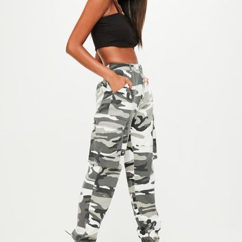 Missguided - Grey Camo Printed Cargo Trouser