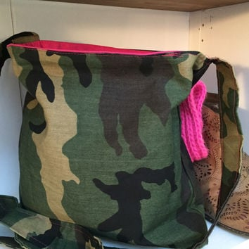 Messenger Bag in Camouflage print