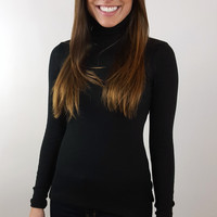 Fitted Turtle Neck - Black