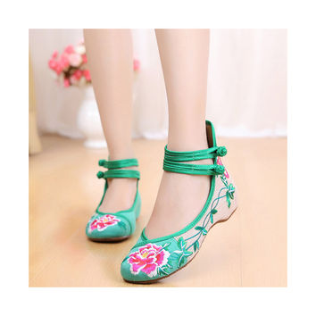 Old Beijing Vintage National Style Embroidered Shoes Women Green in Dancing Style Embroidery Patterns & Slipsole designs