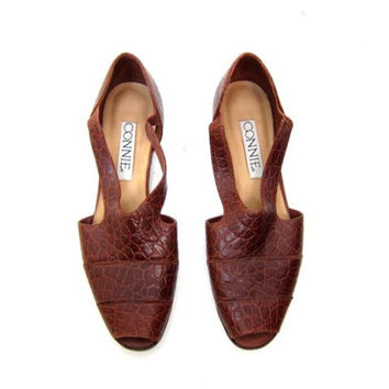 Vintage 90s Leather Brown Sandals Textured Croc Peep Toe Slip Ons 1990s Summer Shoes Boho Hipster Flats Womens size 9.5