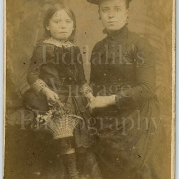 CDV Photo Carte de Visite Victorian Pretty Mother & Daughter Portrait - John Hart of Leytonstone London - Antique Photograph