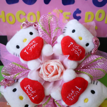 """Kitty Dolls Hugging """"I LOVE YOU"""" Cushion Flower Bouquet. Great for Birthday/Christmas!!"""