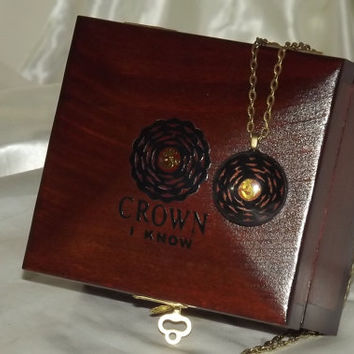 DELUXE** CROWN CHAKRA Lock Box. With Crown Chakra pendant. Rich mahogany. Gift Set. Can be Personalised. Keepsake. Affirmation Box. New Age.