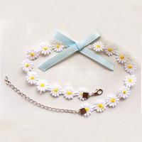 Dainty daisy and bow choker