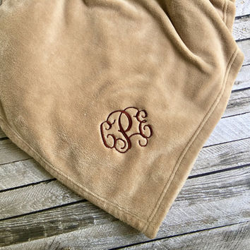 Monogrammed Blanket, Monogram Blankets, Personalized Blanket, Throw Blanket, Monogrammed Gifts, Outdoor wedding, Bridesmaid gifts, Wedding