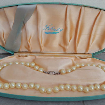 felicity opalescent pearl necklace in original case