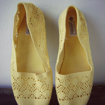 90s crochet YELLOW slip on shoes vintage lace pattern woven cotton sandal size 11 flats hippie boho 1990s revival hipster shoe cutout design