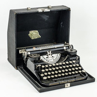 Antique 1920s Underwood Portable Typewriter Black with Glass Keys and Case / Working Condition