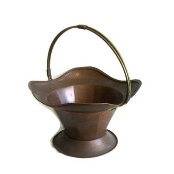 Vintage copper BASKET LARGE brass HANDLED bowl - Country house fireplace decoration log, magazine holder - Rustic garden flower planter pot