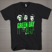 GREEN DAY  Mens and Women T-Shirt Available Color Black And White