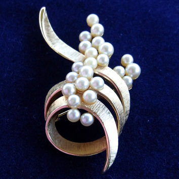 Crown Trifari Brushed Gold Tone and Pearl Brooch Vintage 1960's Bridal Accessory Gift for Her