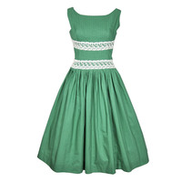 VINTAGE 1960s GREEN SUMMER DRESS W PINTUCKED BODICE & LACE TRIM
