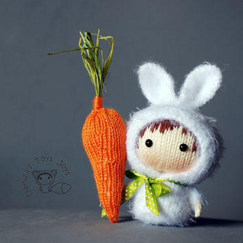 White Bunny Doll with carrot. Tanoshi series toy. - pdf knitting pattern
