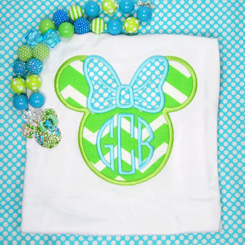 Minnie Mouse Initial Appliqued shirt, Personalized Minnie top, Minnie chunky beaded neckalce, minnie gumball neckace, bubble gum bead