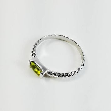 Ribbed Sterling Ring - Peridot Ring Size 9 - Sterling Silver Periodot Ring - Ribbed Silver Band - Rectange Stone Ring
