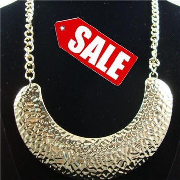 GOLD HAMMERED BEAT UP FASHION NECKLACE JEWELRY