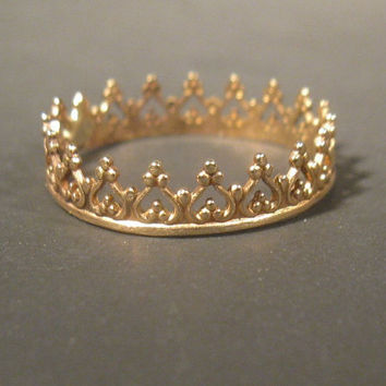14 kt gold bezel wire crown ring