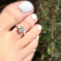 Fall Sale - Toe Ring - Silver Signature Knot - Wedding Pearl Stretch Bead Toe Ring