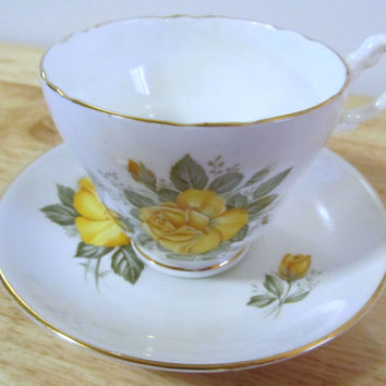 VINTAGE - Fine Bone China Tea Cup and Saucer - Consort - England - Yellow Roses