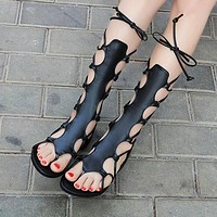 Fashion hotspot sandals with flat sole and strap-on sandals